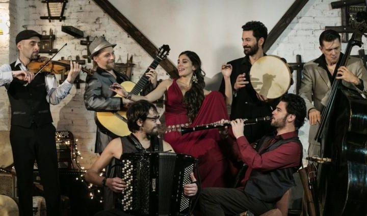 La Barcelona Gipsy balKan Orchestra celebra l'any nou ortodox amb un concert a Hospitalet