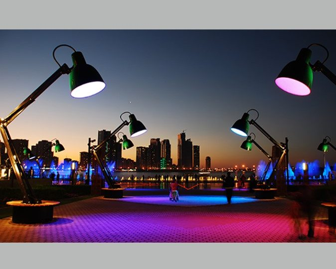Llum BCN il•lumina amb espectacles i instal•lacions artístiques el Poblenou